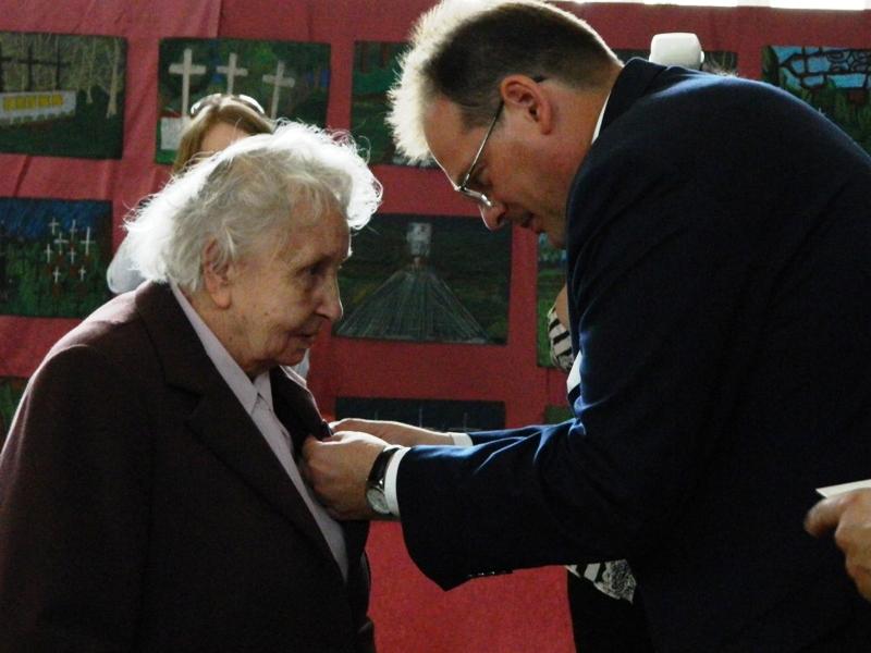 Dekoracja Medalem Pro Patria Danuty Strzeleckiej
