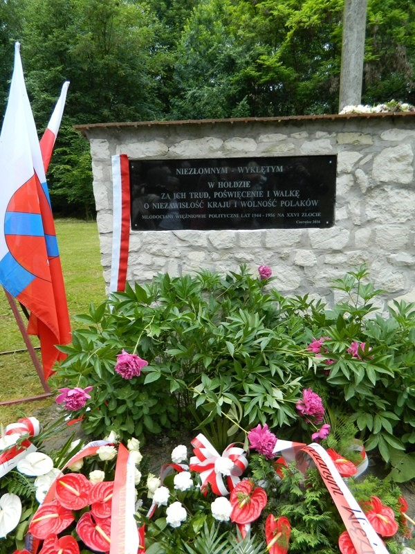 Tablica Pamięci w Dolinie Krzyży w Krzesimowie ufundowana przez Związek Jaworzniacy