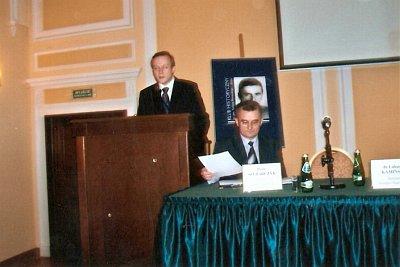 Otwarcie spotkania. Dr Łukasz Kamiński z-ca Dyrektora Biura Edukacji Publicznej IPN, obok Piotr Szubarczyk