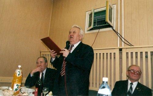 Prezentacja dyplomu w czasie spotkania w Rembertowie