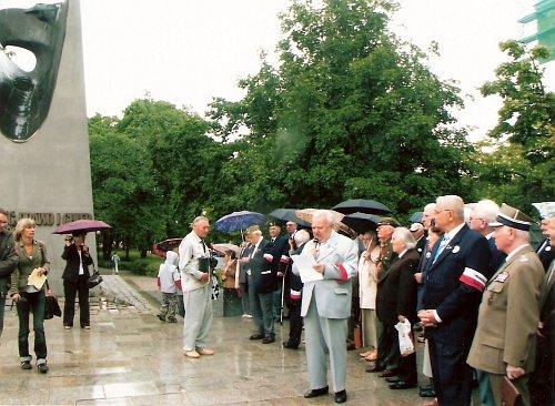Przed Pomnikiem Poznańskiego Czerwca