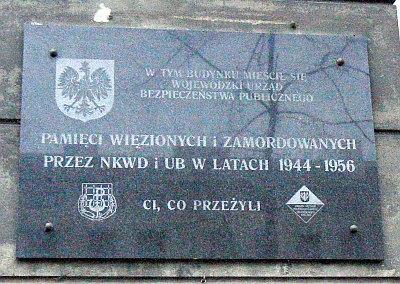 Tablica pamiątkowa przy ul. Sierakowskiego 7 w Warszawie